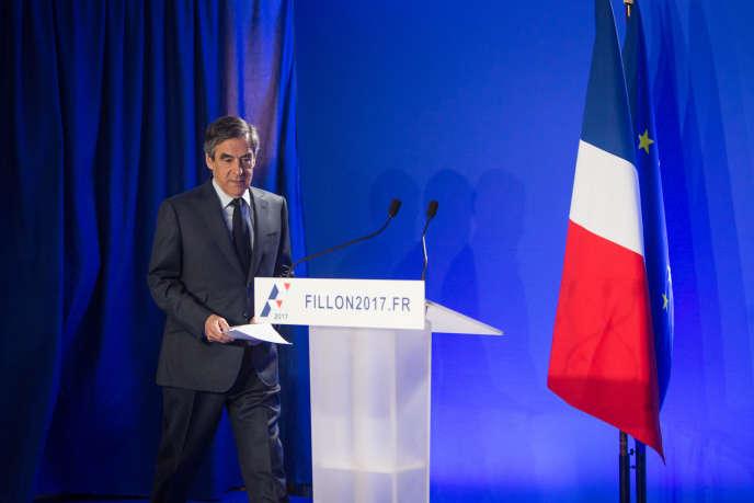 François Fillon s'adresseà la presse et aux Français depuis son QG de campagne du 15e arrondissement de Paris, le 1er mars, après l'annonce de sa convocation par des juges d'instruction, le 15 mars.