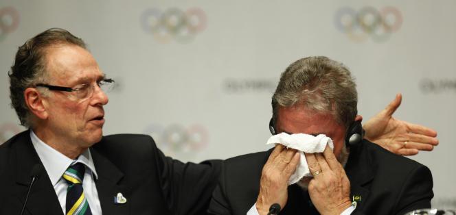 Luiz Inacio Lula da Silva, président du Brésil, pleure de joie à l'annonce du choix du Comité internationale olympique de Rio comme ville hôte des JO, à Copenhague, le 2 octobre 2009.