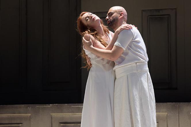 Magdalena Kozena (Pénélope) et Rolando Villazon (Ulysse) dans « Le Retour d'Ulysse dans sa patrie», au Théâtre des Champs-Elysées à Paris, le 18 février 2017.