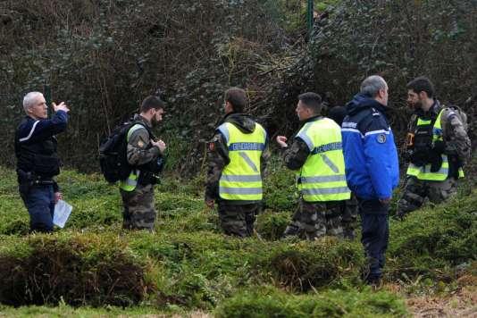 Opération de recherche de la police de la famille Troadec disparue, le 3 mars dans l'ouest de la France.