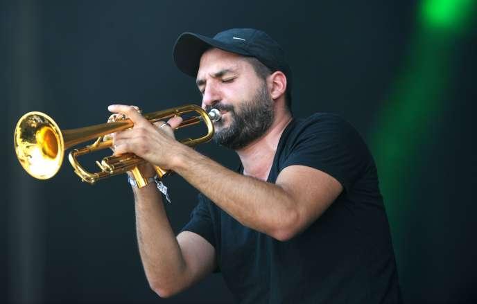 Le trompettiste Ibrahim Maalouf, le 16 juillet 2016 àCarhaix-Plouguer (Finistère), lors de la 25eédition du festival Les Vieilles Charrues.