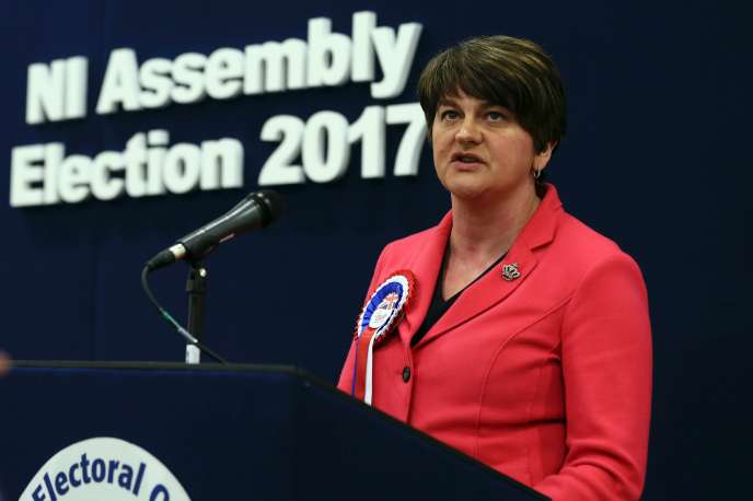 Arlene Foster, la cheffe du Parti unioniste démocrate (DUP), vendredi 3 mars à Omagh (Irlande du Nord).