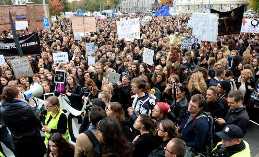 Manifestation pour le droit à l'avortement à Varsovie, le 3 octobre 2016.