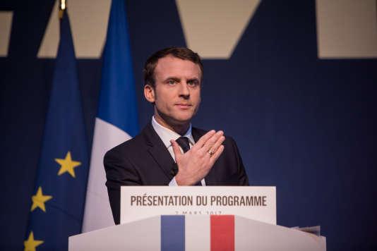 Emmanuel Macron présente son programme à Paris, le 2 mars.