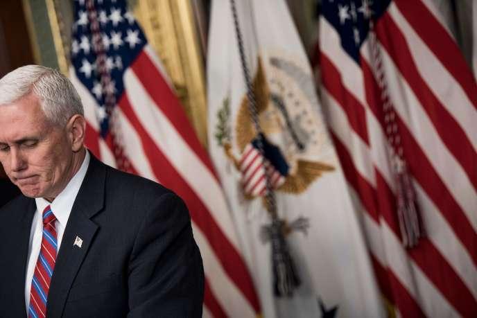 Mike Pence n'avait pas ménagé Hillary Clinton, lui reprochant la façon dont elle avait géré ses e-mails lorsqu'elle était secrétaire d'Etat.