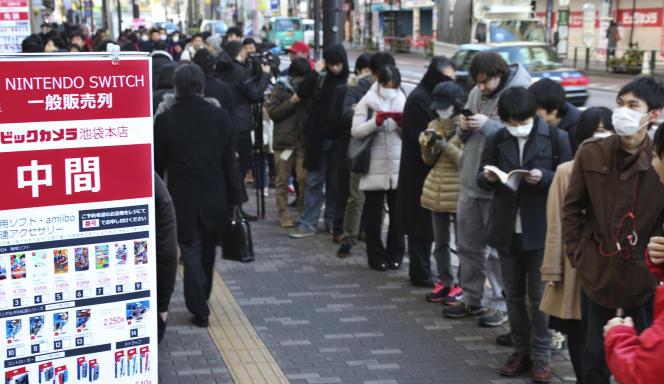 Le 3 mars, plus de 300 000 Japonais se sont précipités pour acquérir la Switch dès son lancement. Les queues rappellaient le temps de la Wii.