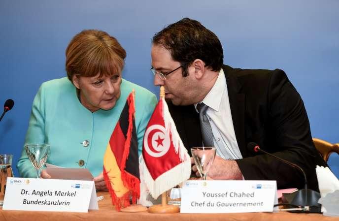 Angela Merkel, la chancelière allemande, avec Youssef Chahed, le premier ministre tunisien,le 3 mars, à Tunis.