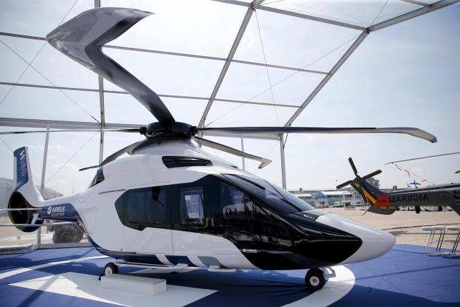 Le prototype d'un Airbus H160 exposé lors duSalon international de l'aéronautique et de l'espace du Bourget, près de Paris, le 13 juin 2015