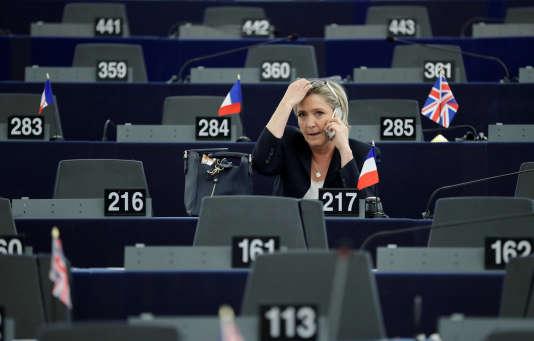 Ses assistants parlementaires sont soupçonnés d'avoir été rémunérés par le Parlement européen alors qu'ils auraient exercé d'autres fonctions avec le Front National.