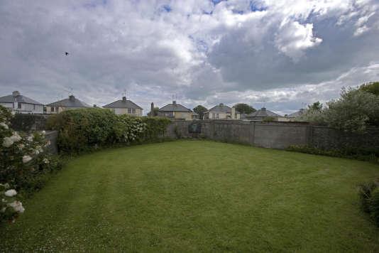 C'est sur la propriété de l'orphelinat catholique du Bon Secours que les restes des enfants ont été découverts dans une fosse comune à Tuam (comté de Galway) en 2014.