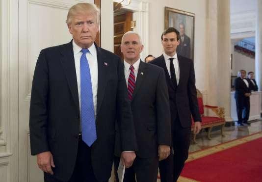 Le président américain Donald Trump, le vice-présdeint Mike Pence et le conseiller spécial Jared Kushner à la Maison Blanche le 23 février.