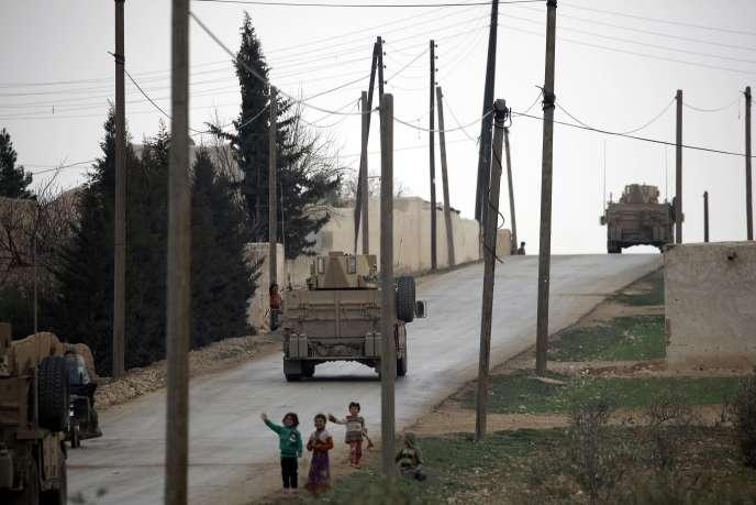Une patrouille du Conseil militaire de Manbij, le 3 mars.