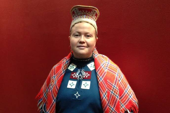 La présidente du Parlement sami de Finlande, Tiina Sanila-Aikio, ici en costume traditionnel, à Paris, samedi 4 mars.