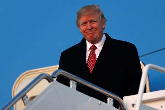 Aucune heure n'a été donnée par la Maison Blanche pour la signature du décret par M.Trump.