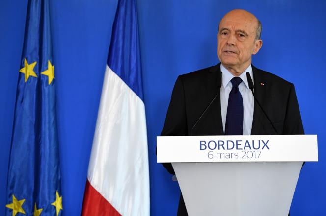 Alain Juppé lors de sa déclaration à la mairie de Bordeaux, le 6 mars.