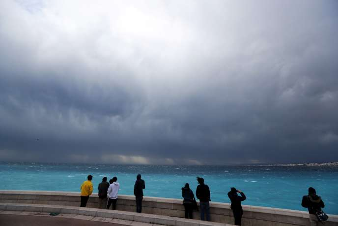 La tempête vue depuis Nice, lundi 6 mars. Le département des Alpes-maritimes est placé en vigilance orange, lundi soir, par Météo France.
