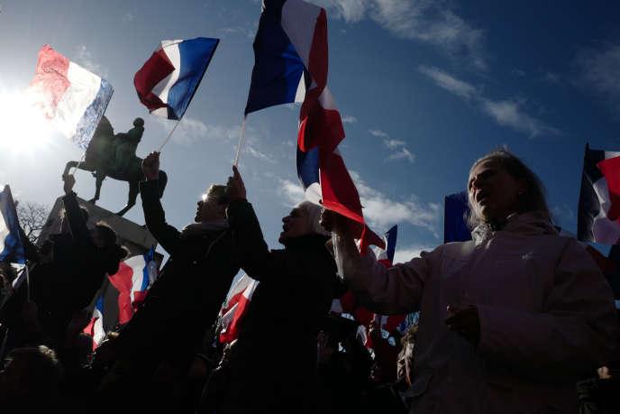 Des sympathisants de François Fillon lors du rassemblement de soutien au Trocadéro à Paris le 5 mars.