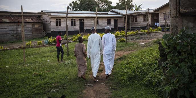 Des jeunes musulmans se rendent à l'école coranique de Beni, à l'est de la République démocratique du Congo.