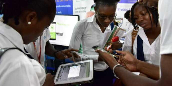 Visiteurs lors de l'Africa Web Festival, à Abidjan, le 29 novembre 2016.