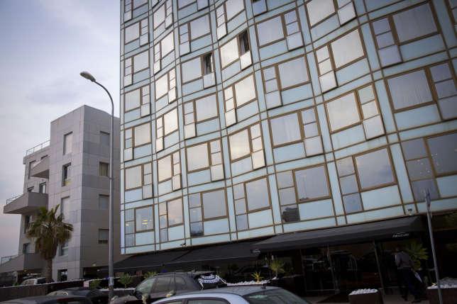L'Alexander Hotel, élégant et moins massif que les immeubles bétonnés du bord de mer.