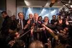 Le 6 mars 2017, une vingtaine de membres clés des Républicains se sont réunis à 18h au siège des républicains afin de discuter de la candidature de François Fillon . Gérard Larcher prend la parole devant les journalistes aux cotés de Bernard Accoyer et de Daniel Fasquelle.