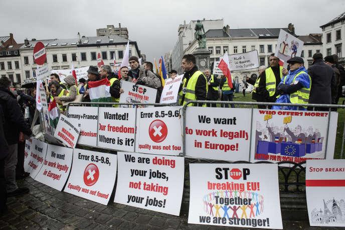 Manifestation d'organisations syndicales de transporteurs routiers d'Europe centrale, en mars 2015, à Bruxelles.