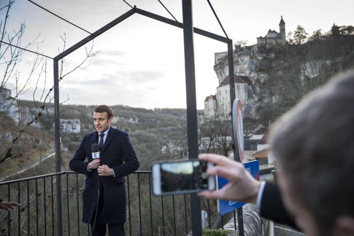 Emmanuel Macron visite le village de Rocamadour (Lot), le 24 février.