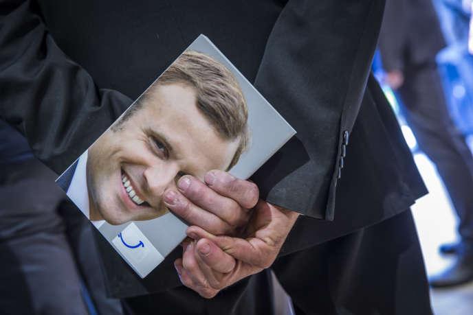 Séance de dédicace de son livre «Révolution» par Emmanuel Macronà Brive-La-Gaillarde le 25 février.