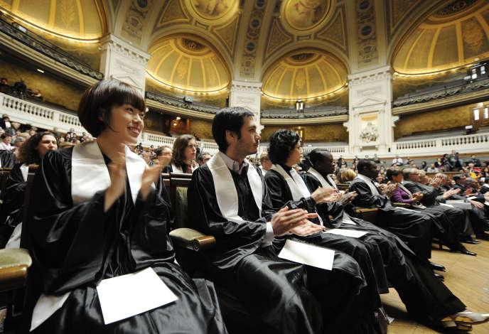 Cérémonie de remise du doctorat à l'Université de la Sorbonne, en mars 2010.AFP PHOTO / BERTRAND GUAY
