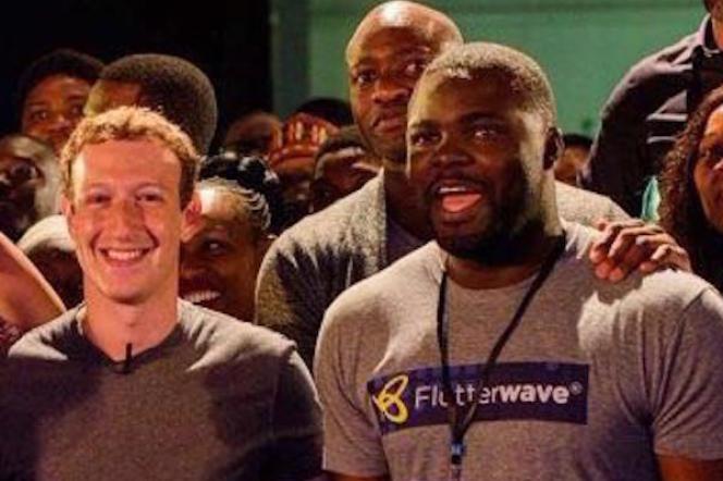Iyinoluwa Aboyeji, fondateur et CEO de la start-up Flutterwave (à droite) avec Mark Zukerberg, le fondateur de Facebook, lors de son passage au Nigeria fin 2016.