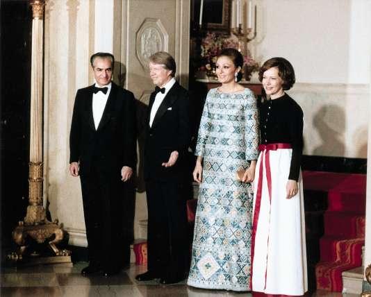 Le chah d'Iran et la chahbanou voulaient placer l'Iran sur l'échiquier international (en 1977, à la Maison blanche avec les époux Carter).