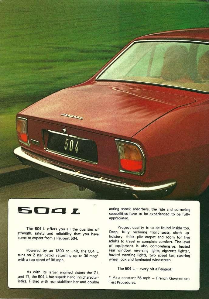 Cette publicité anglaise met en évidence la ligne brisée caractéristique de la malle arrière de la 504.
