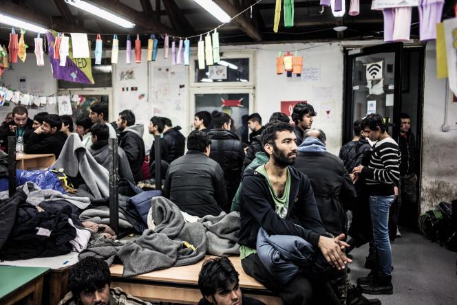 A deux pas de la gare centrale de Belgrade, le centre Miksaliste accueille les réfugiés 24h sur 24et 7jours sur 7.