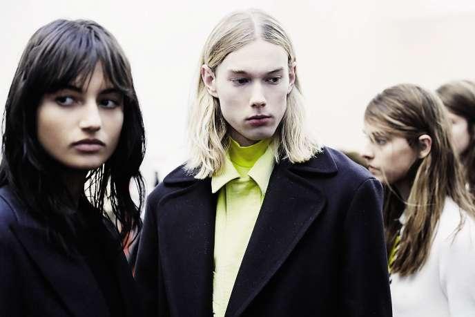 Certaines choisissent de défiler pendant la Semaine de la mode homme, comme Cédric Charlier l'a fait en janvier.