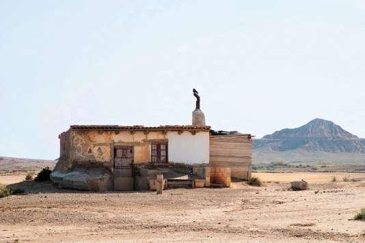 Des bâtisses abandonnéesrappellent l'époque où les bergers vivaient dans la steppe durant la transhumance.