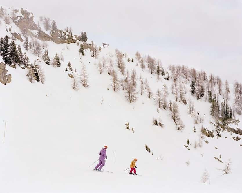 À la frontière entre la Lombardie et la province de Trente, des pistes sont ouvertes sur le mont Vioz. L'équipement dit télésiège Doss dei Cembri, qui permet de monter au sommet, a été construit en 2008, en lieu et place d'un télésiège datant de 1969.