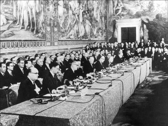 Signature du traité de Rome, le 25mars 1957, au Capitole, à Rome.