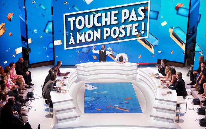 Le plateau de l'émission « Touche pas à mon poste» présentée par Cyril Hanouna.