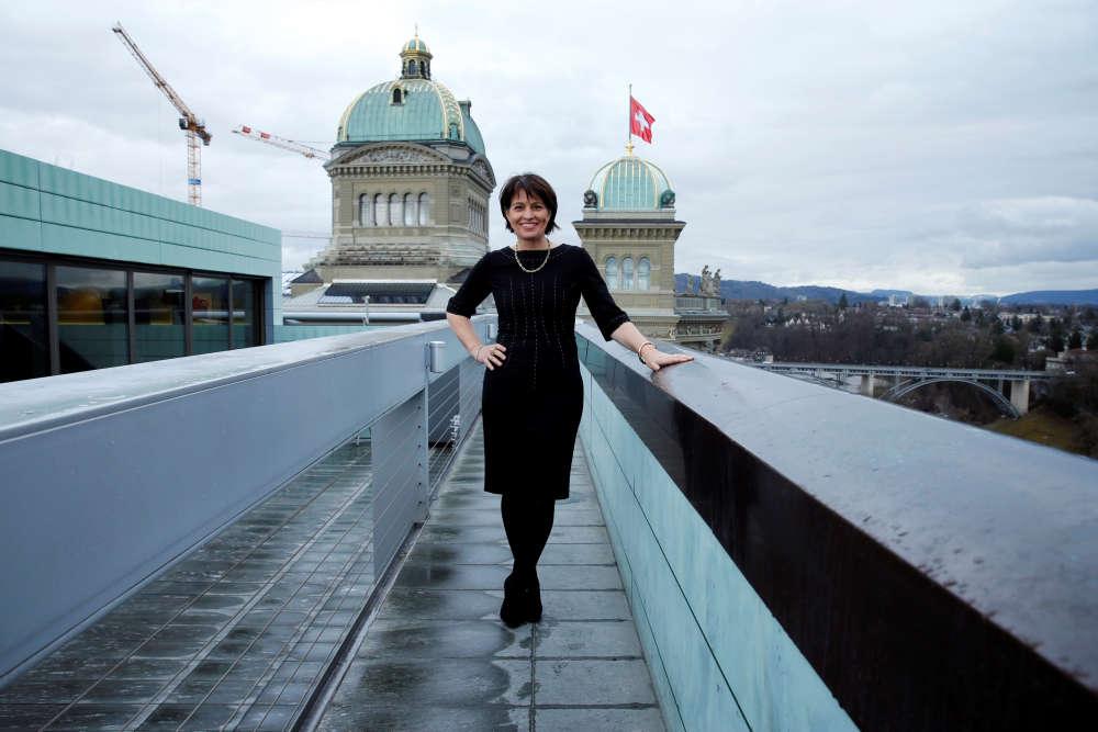 La présidente de la Conféderation suisse, Doris Leuthard, 54 ans, devant le Parlement à Berne, le 24 février : « Les différences entre les salaires des hommes et des femmes peuvent atteindre 20 % et nous sommes toujours une minorité dans les postes décisionnels. »