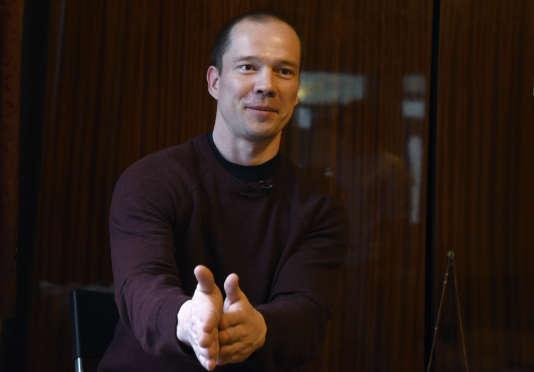 Ildar Dadine, condamné à deux ans et demi de colonie pénitentiaire pour s'être posté seul à plusieurs reprises à proximité du Kremlin avec une pancarte, a été libéré le 26février.