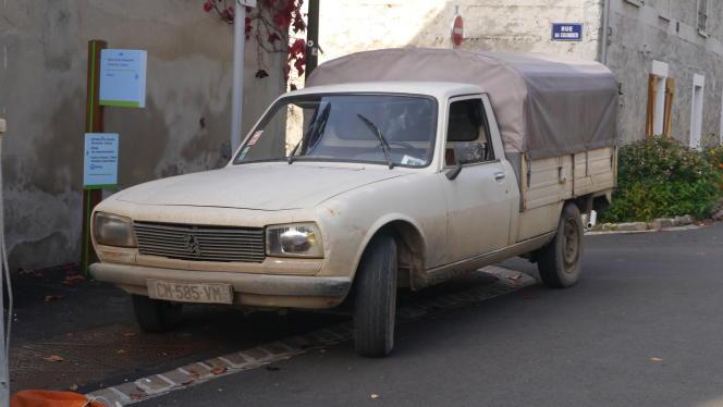 Le pick-up 504 ne s'est pas seulement illustré sur les pistes africaines mais aussi sur les routes de la France profonde.