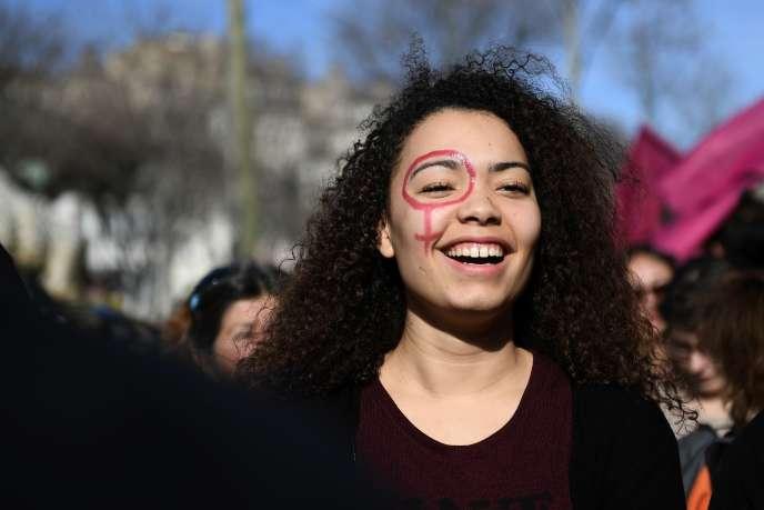 Une manifestante à Marseille, le 8 mars 2017.