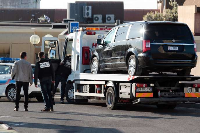 La voiture d'Hélène Pastor, lors de la reconstitution de son assassinat, à la sortie de l'hôpital l'Archet à Nice, en avril 2015.