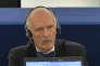 « Je ne suis pas Charlie, je suis pour la peine de mort» : Janusz Korwin-Mikke au Parlement européen, le 12 janvier 2015, pendant une minute de silence en hommage aux victimes de l'attentat contre « Charlie Hebdo».