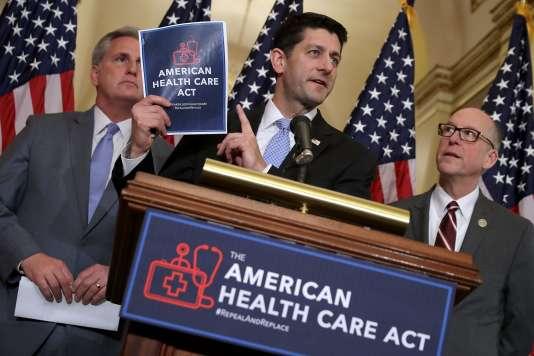 Le président de la chambre des représentants, le républicain Paul Ryan, présente le projet de loi sur la santé destiné à remplacer l'Obamacare lors d'une conférence de presse à Washington, mardi 7mars.