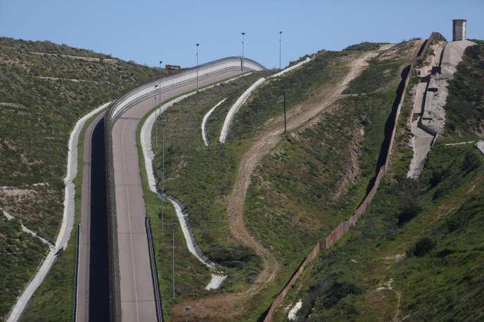 La volonté du chef de la Maison Blanche de faire payer ce mur par le Mexique avait provoqué fin janvier l'annulation d'une visite du président mexicain Enrique Pena Nieto à Washington.