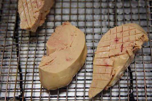 Du foie gras préparé dans une cuisine d'Hermosa Beach, dans le sud de la Californie.