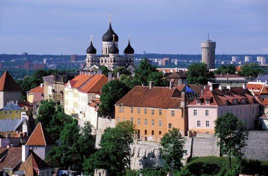 La ville haute de Tallinn, sur la colline de Toompea. En arrière-plan, la cathédrale orthodoxe Alexandre Nevski.