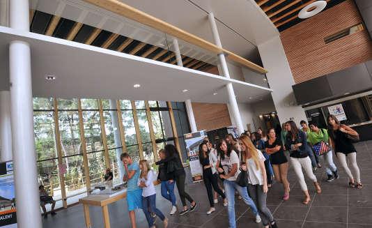 Rentrée des classes au lycée Vaclav-Havel de Bègles, le 4septembre 2012.