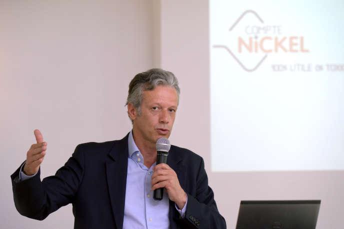 Hugues Le Bret, le président de Compte-Nickel, lors d'une conférence de presseprésentant le compte bancaire distribué par les buralistes, en juin 2013, à Paris.